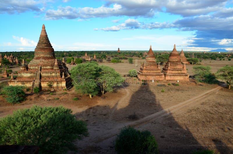 Antyczny miasto w Bagan, Myanmar z nad, 2000 pagodami i świątyniami (poganin) zdjęcia stock