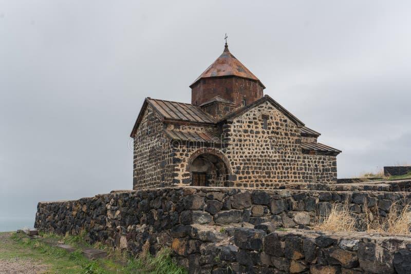 Antyczny monaster z wietrzeć, pękać ścianami, zdjęcia stock