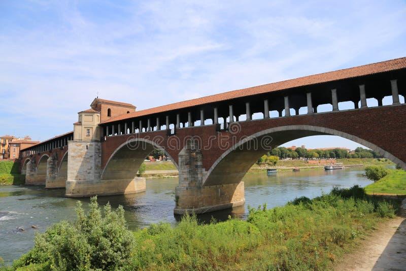 antyczny most nad TICINO rzeką w Pavia fotografia royalty free
