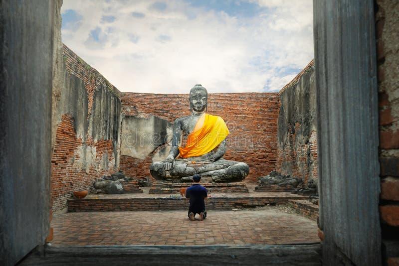 Antyczny piaskowcowy Buddha w Ayutthaya Dziejowym parku, zdjęcia royalty free