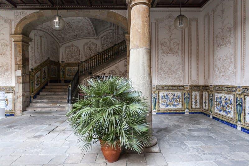 Antyczny podwórze, Pati Obsługuje, osiemnaście wiek, kulturalny centrum, Centre Estudis ja Recorsos culturals, El Raval ćwiartka, zdjęcie royalty free