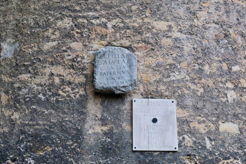 Antyczny Romański nagrobek na Starej ścianie, Zagreb, Chorwacja obraz stock