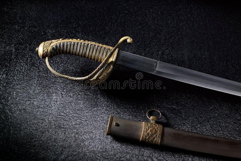 Antyczny saber z piękną rękojeścią zdjęcia stock