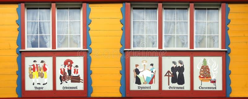 Antyczny unikalny okno w historycznym średniowiecznym starym miasteczku Appenzell jest słynny dla swój colourful domów z malować  obraz stock