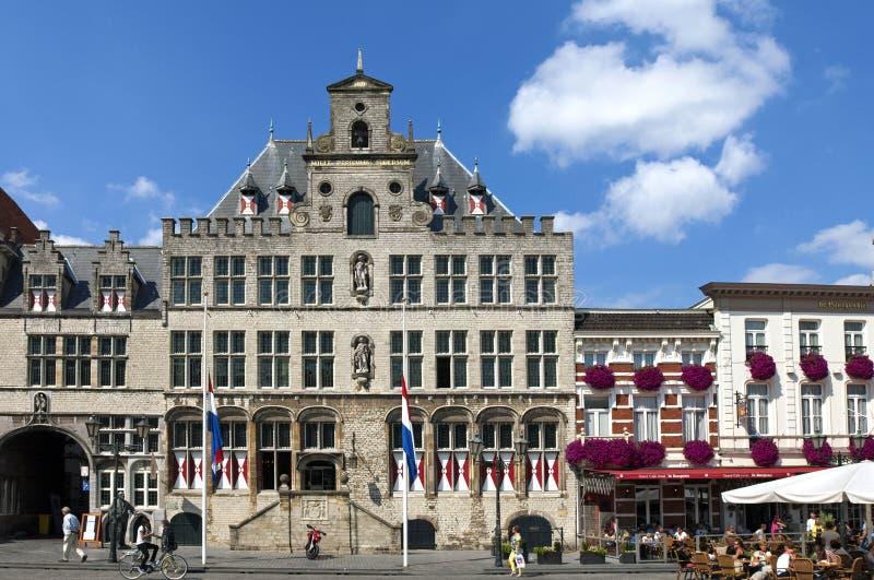 Antyczny urząd miasta i odtwarzanie w Bergen op zoomie obrazy stock