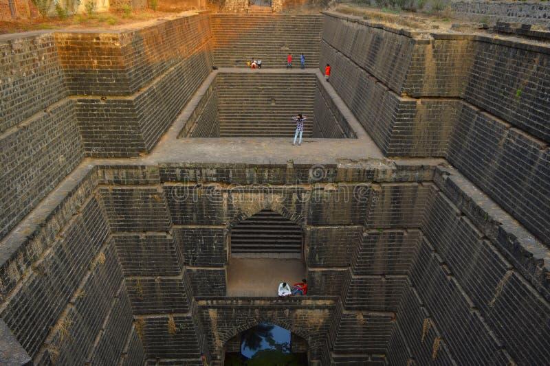 Antyczny well budował w 15 wiek, Naktya Rawalachi Vihir, Karad, maharashtra, India obrazy stock
