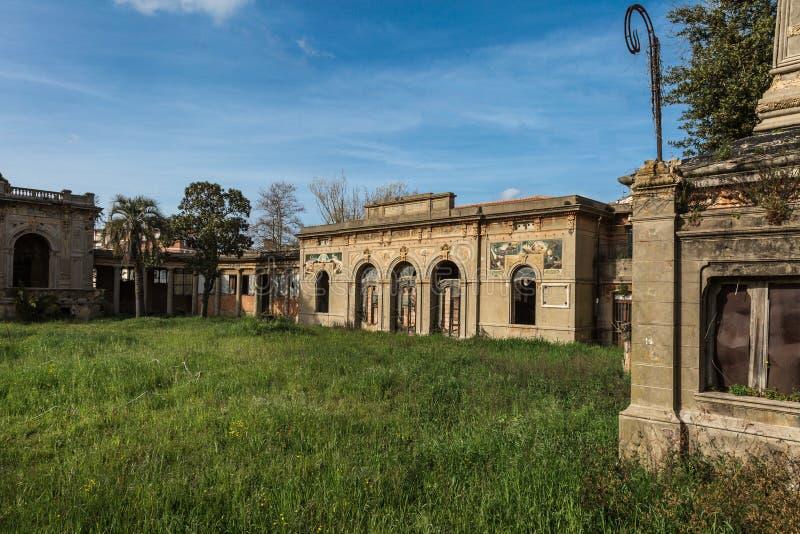 Antyczny zdrój w Leghorn, Rozdrobni Budujący Architektonicznego zabytek w Włochy obraz stock
