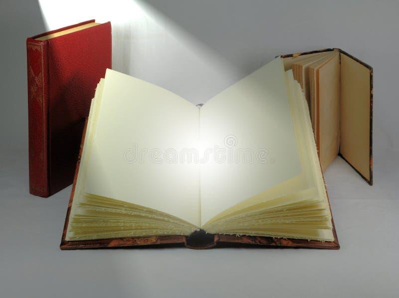 Antyk książki z kierunkowym światłem Boski obecności pojęcie zdjęcia royalty free