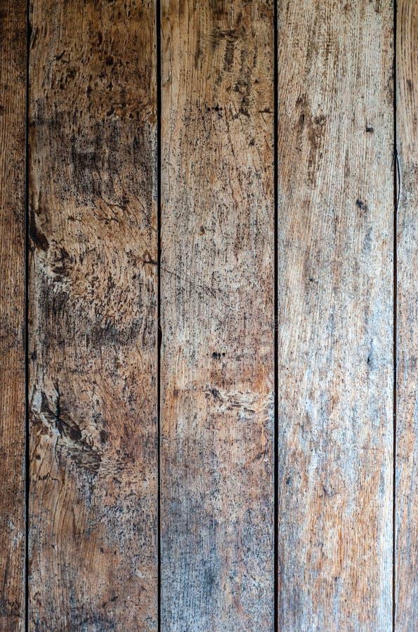 Antyk starzejący się podławy czerwony dębowego drewna talerz, stronniczo malujący i z śniedzią, teksturą lub tłem niektóre czarny obraz royalty free