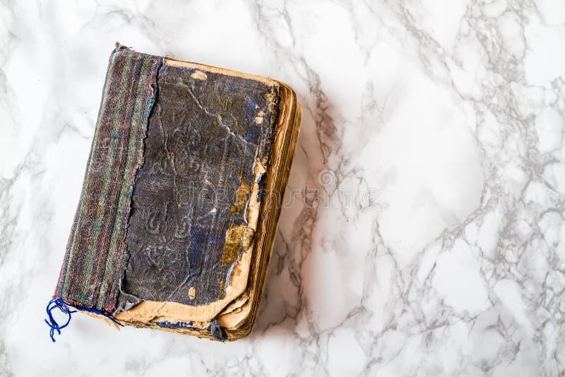 Antyk Wietrzejąca Stara książka obrazy royalty free