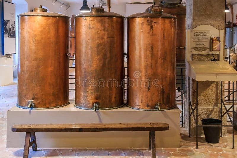 Antyka miedziany destylator dla pachnidło produkcji przy sławnym Fr zdjęcia stock