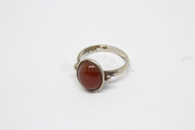 Antyka srebra pierścionek z czerwonym rubinowym zbliżenie krótkopędem obrazy royalty free