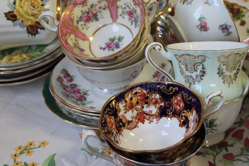 Antykwarscy Teacups i spodeczki zdjęcia royalty free