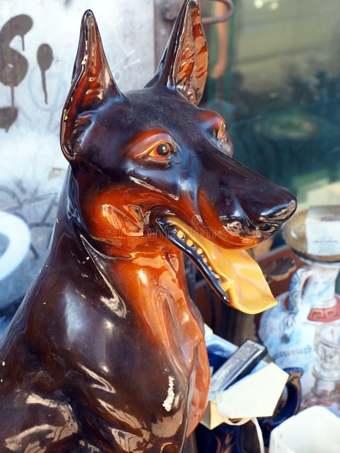 Antykwarska Drewniana Psia rzeźba obraz stock