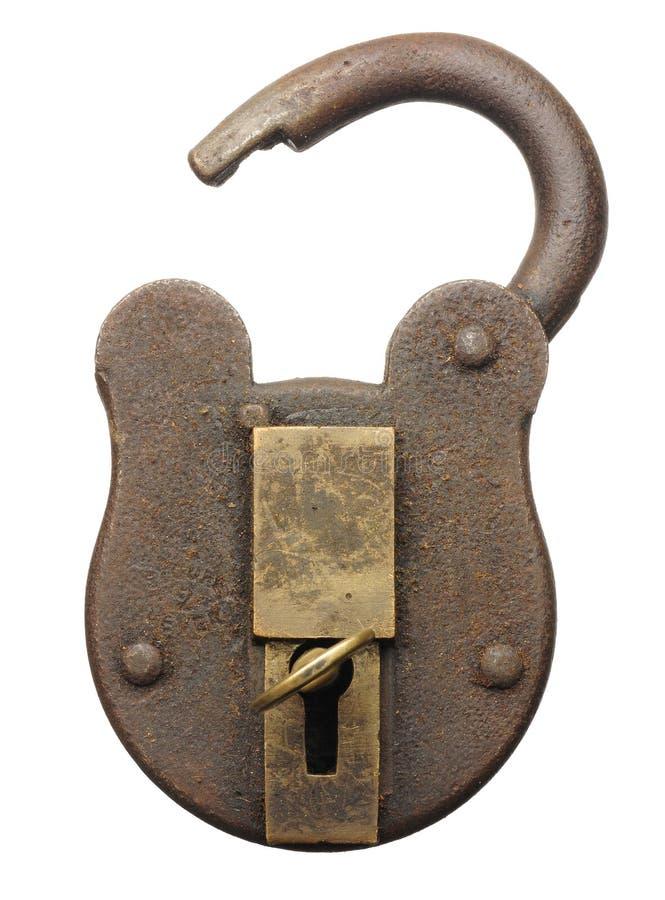 Antykwarska kłódka otwierał z kluczem odizolowywającym na bielu zdjęcia royalty free