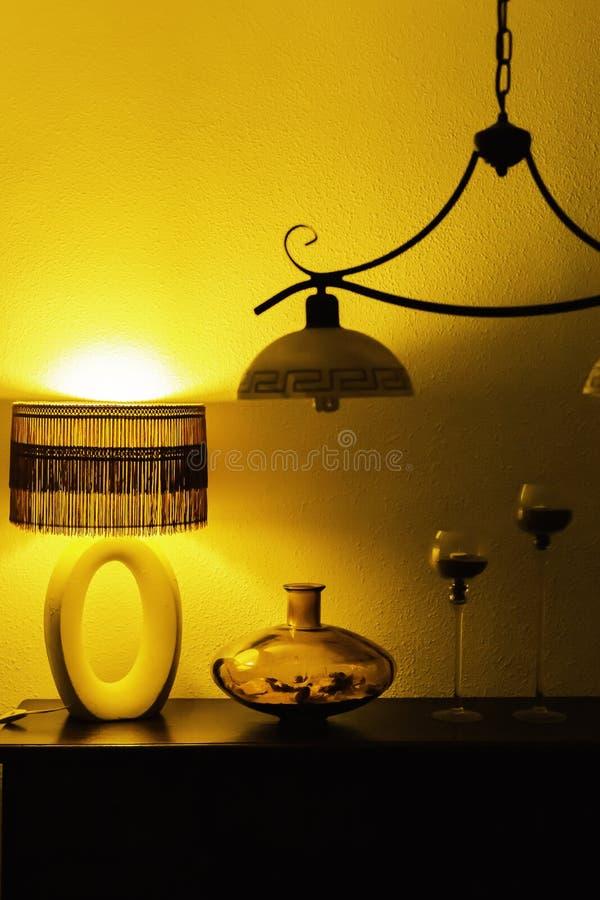 Antykwarska lampa, szklana waza, candlesticks i świecznik dla nocy oświetlenia, Wewnętrznego projekta elementy zdjęcie royalty free