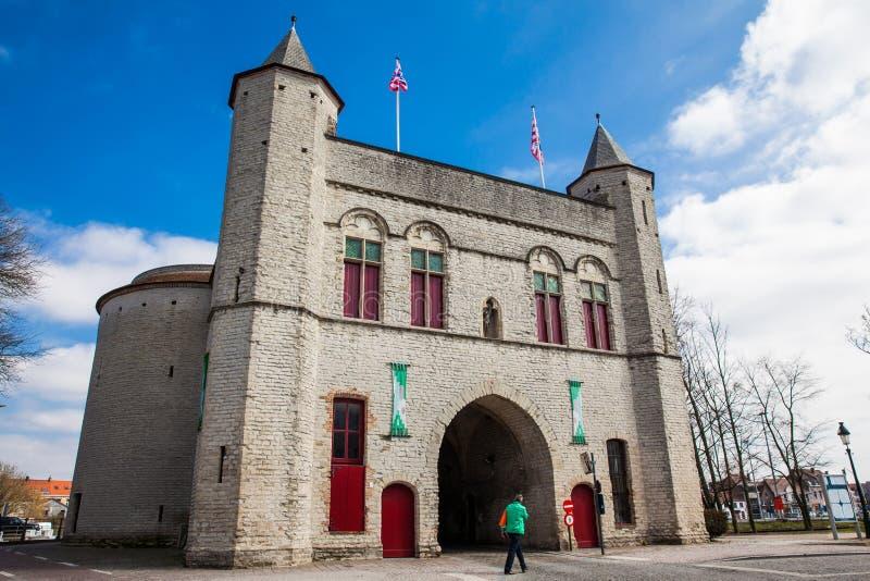 Antykwarska Przecinająca brama ramparts w dziejowym miasteczku Bruges obraz stock