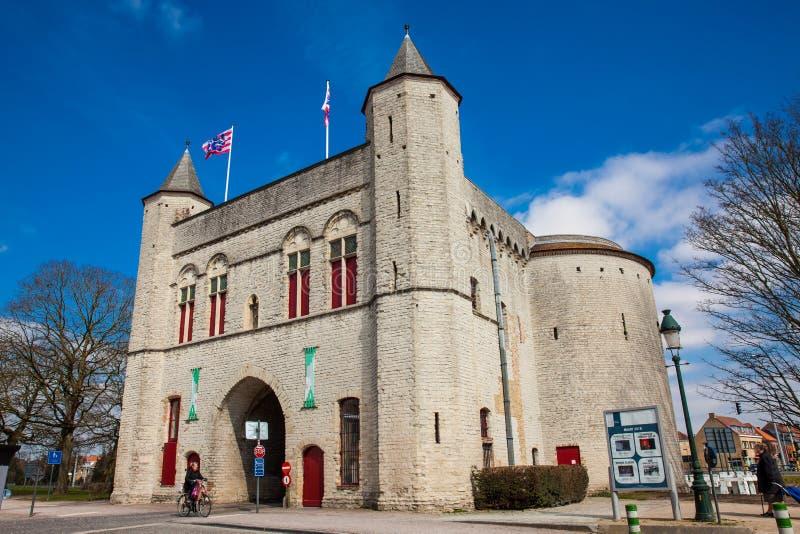 Antykwarska Przecinająca brama ramparts w dziejowym miasteczku Bruges zdjęcia royalty free