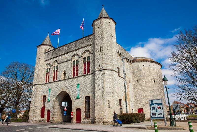 Antykwarska Przecinająca brama ramparts w dziejowym miasteczku Bruges obrazy stock