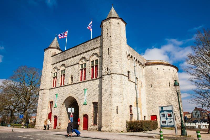 Antykwarska Przecinająca brama ramparts w dziejowym miasteczku Bruges obrazy royalty free