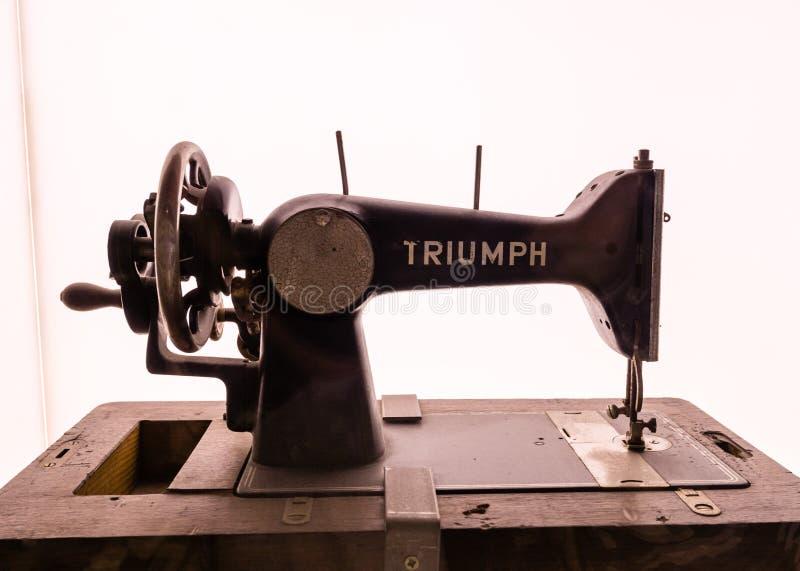 Antykwarska Triumph szwalna maszyna fotografia royalty free