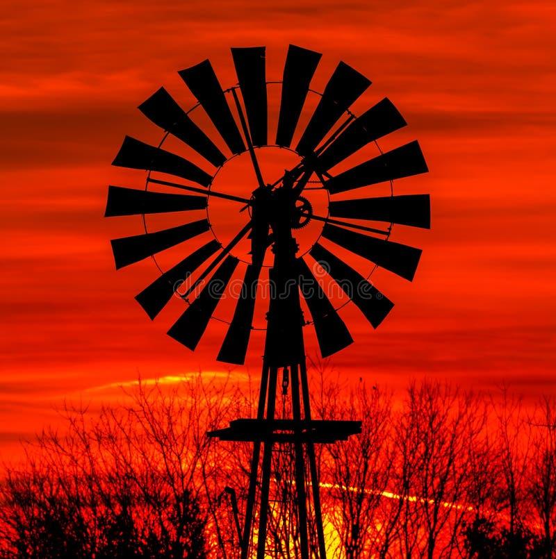 Antykwarska wiatraczek sylwetka zdjęcie stock