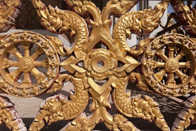 Antykwarska złoto ramy stiuku ściany tła tekstura z Tajlandzkim stylem obrazy royalty free