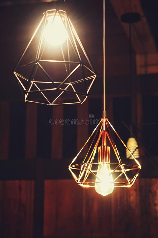 antykwarski ciemny biurka łuny zieleni lampy rocznik obrazy stock