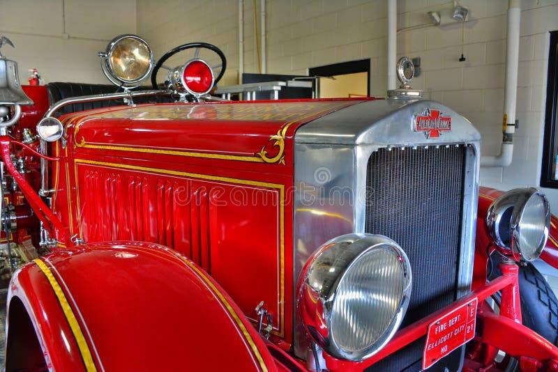 Antykwarski Czerwony Pożarniczy silnik obraz royalty free