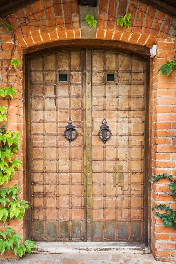 Antykwarski dokonanego żelaza drzwi zdjęcia stock