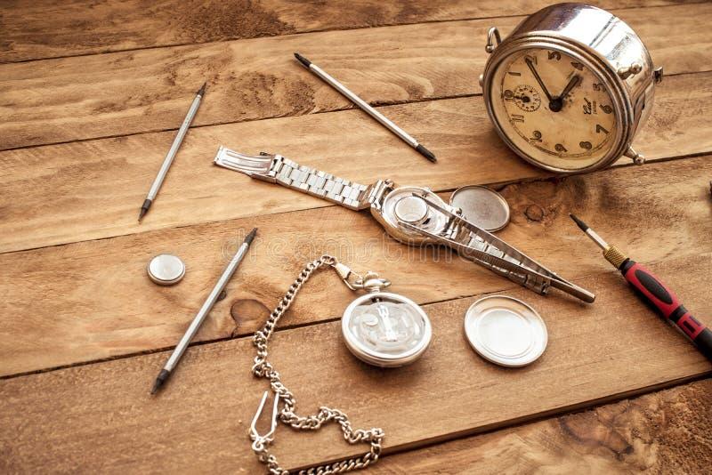 Antykwarski drewniany praca stół zegarmistrz zdjęcie royalty free