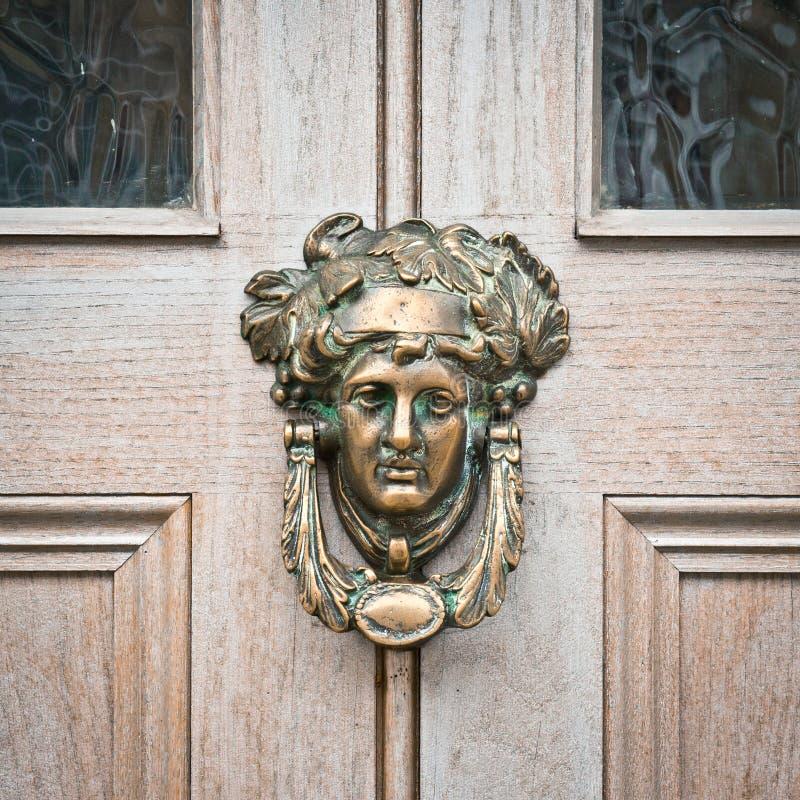 Antykwarski drzwiowy knocker fotografia royalty free