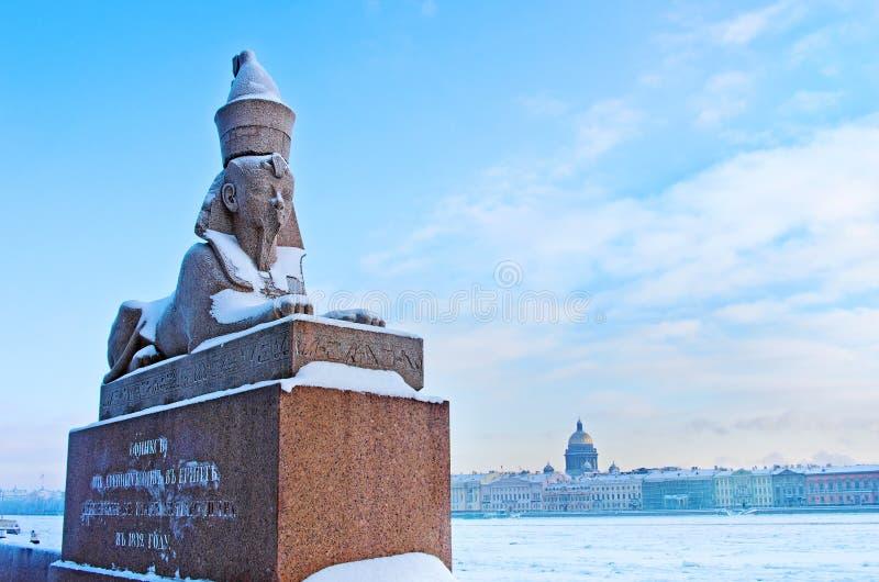 antykwarski Egipski sphynx na quay Neva rzeka w świętym Petersburg, Rosja zdjęcia royalty free