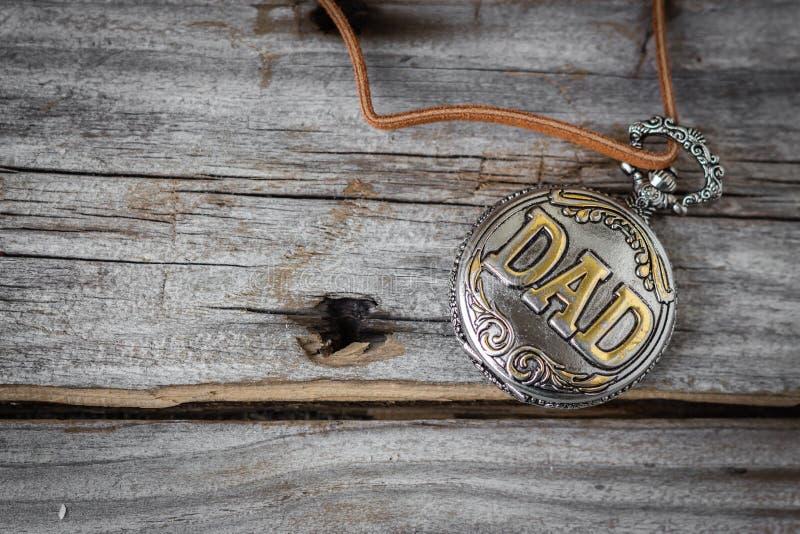 Antykwarski kieszeniowy zegarek z słowem DADengraved na nim zdjęcie royalty free