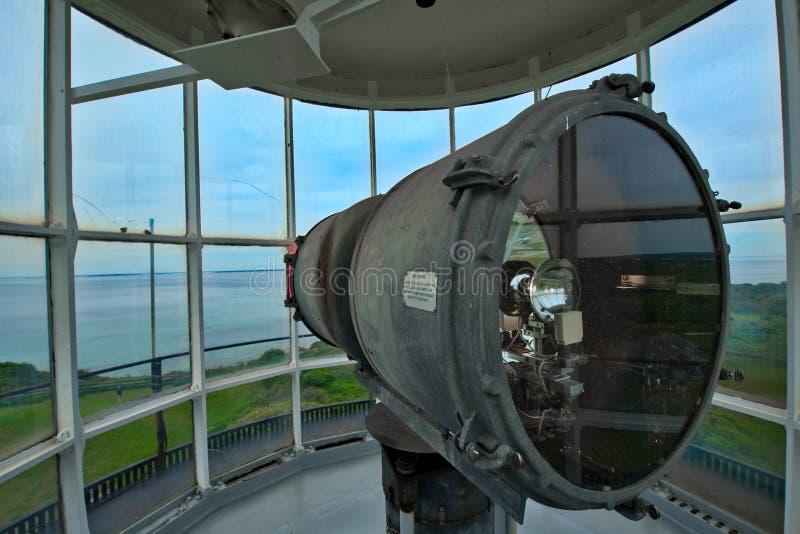 Antykwarski latarni morskiej światła inside wierza stojaki chronią nad linią brzegową obrazy royalty free