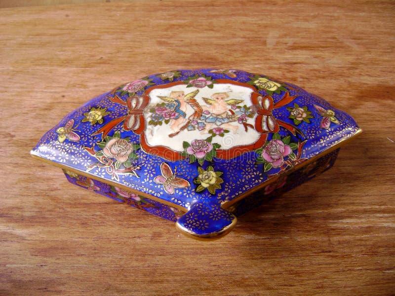 Antykwarski Ornamentacyjny rytownictwo biżuterii pudełko zdjęcie stock