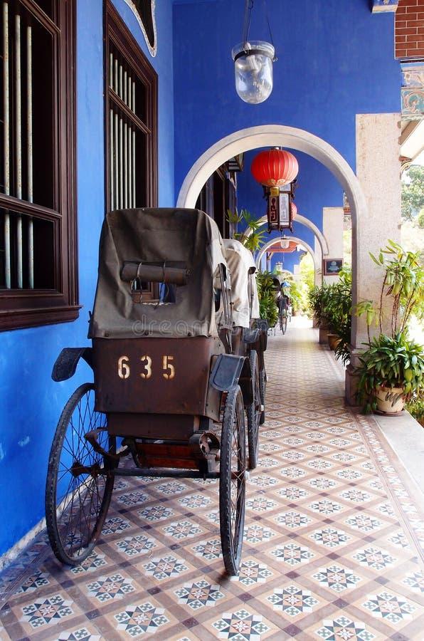 Antykwarski riksza na ulicach Penang zdjęcia stock
