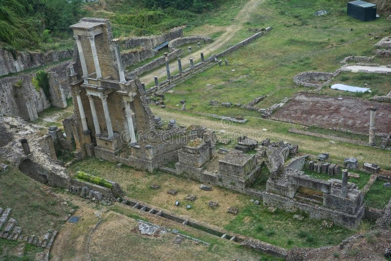 Antykwarski Romański teatr w Volterra, Tuscany, Włochy obrazy stock