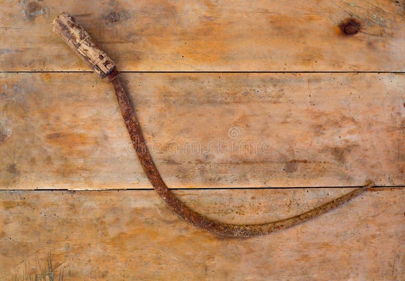 Download Antykwarski Sierpa Handtool Rdzewiał Na Starzejącym Się Rocznika Drewnie Zdjęcie Stock - Obraz złożonej z antyk, przemysłowy: 28950236