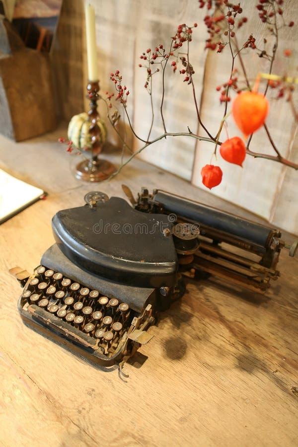 antykwarski wewnętrzny maszyna do pisania obraz stock