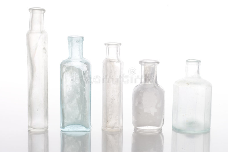 antykwarskie butelki zgłaszają biel zdjęcia stock