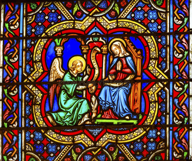 Anuncio Angel Mary Stained Glass Notre Dame París Francia foto de archivo