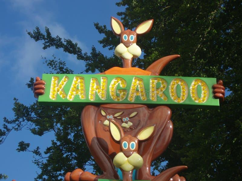 Anuncio del canguro en parque de la diversión fotos de archivo libres de regalías
