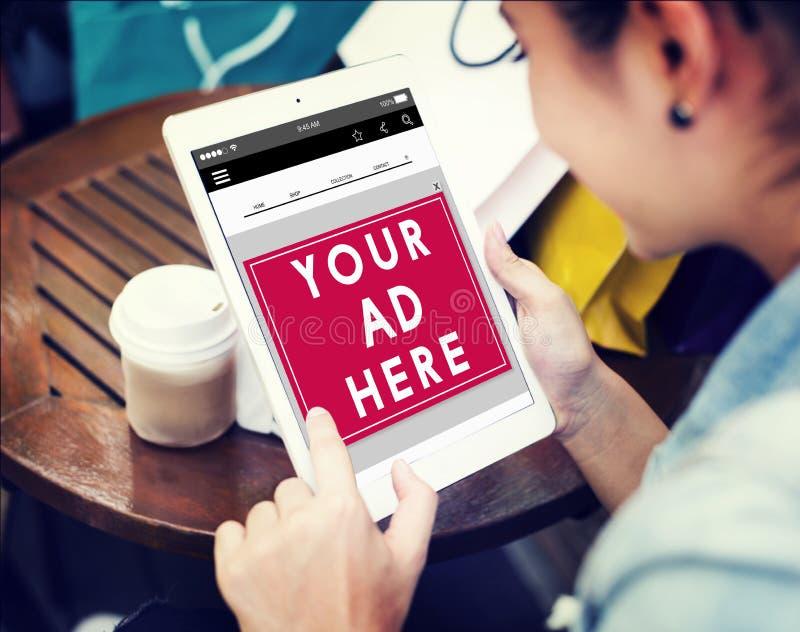 Anuncio que hace publicidad de concepto comercial de la tableta imagen de archivo libre de regalías