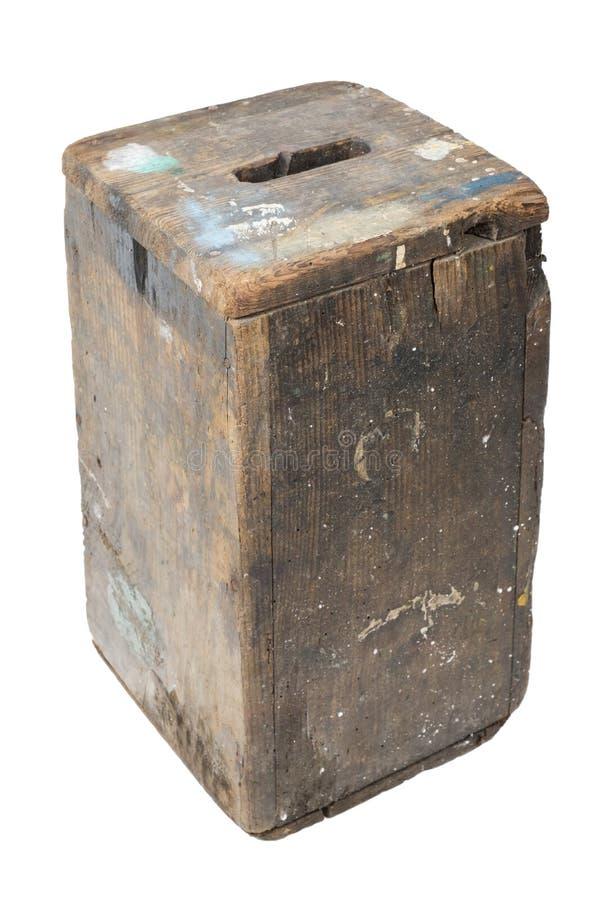 Använd gammal brun träpump royaltyfri foto