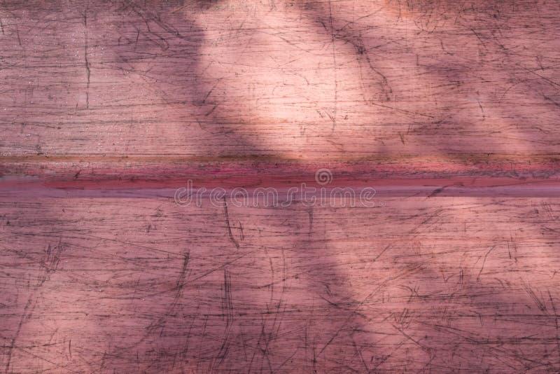 Använd kanotbotten med solljus och skuggor fotografering för bildbyråer