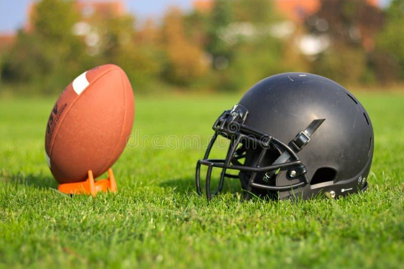 Använd utrustning för amerikansk fotboll royaltyfri fotografi