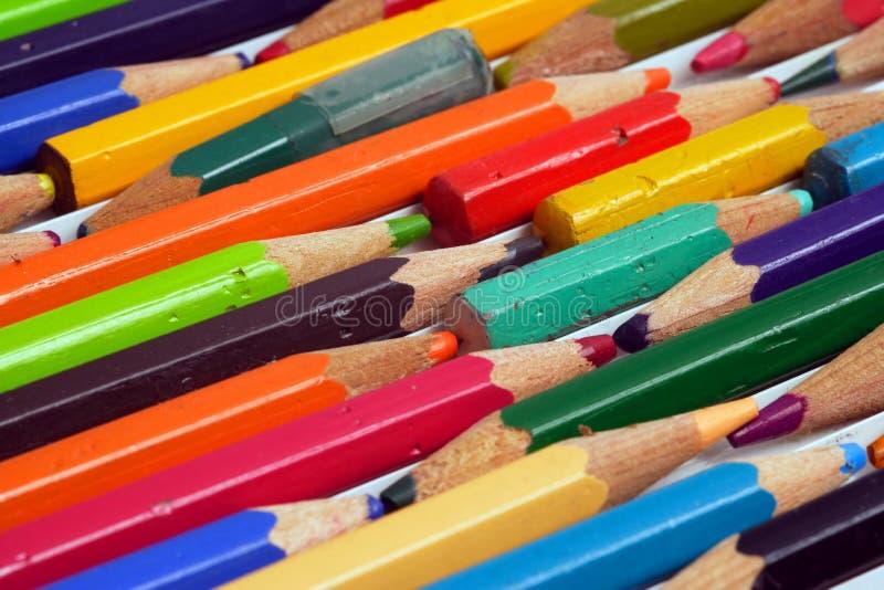 använda färga blyertspennor royaltyfria foton