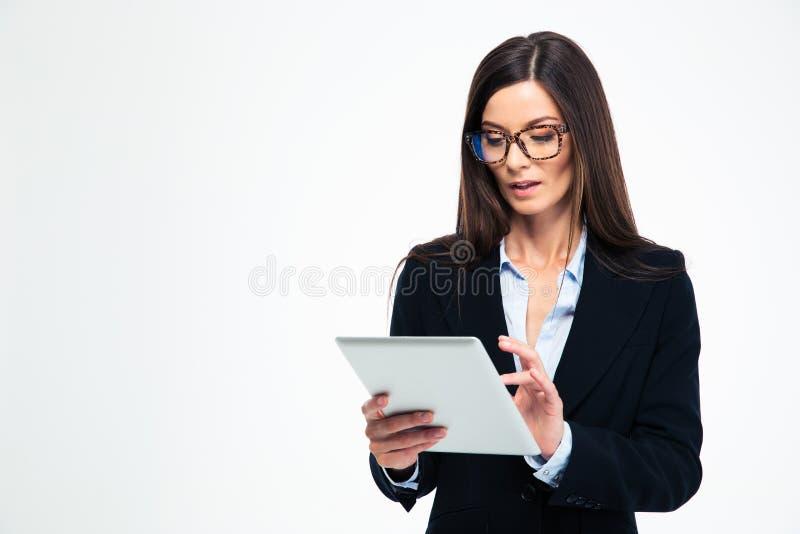 använda för affärskvinnadatortablet royaltyfria bilder
