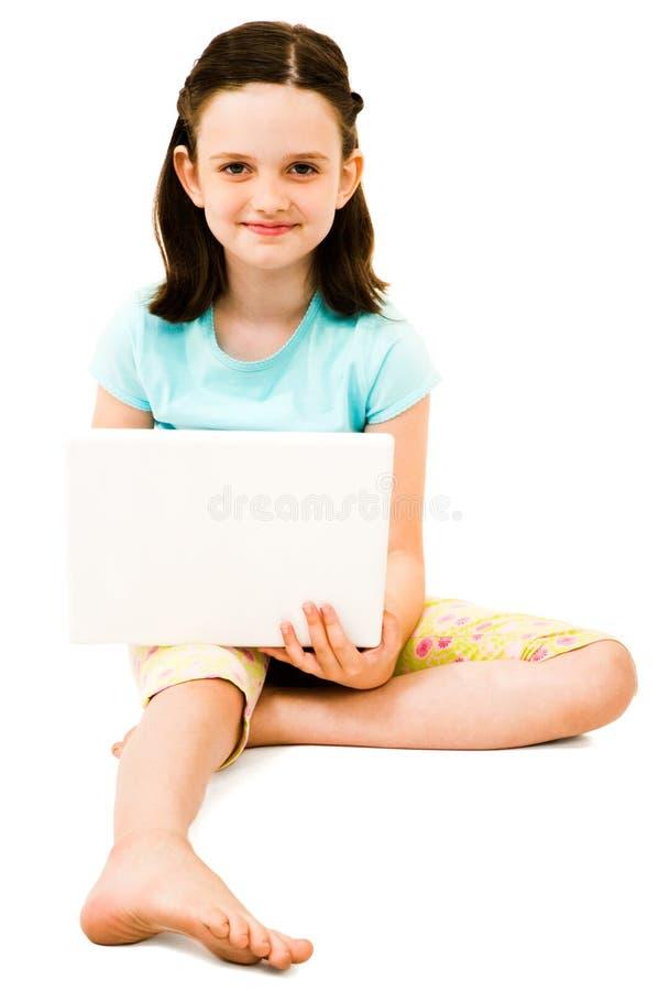 använda för flickabärbar datorstående royaltyfri bild